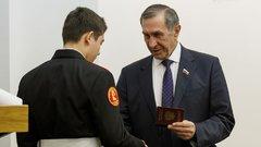 Депутаты Воронежской облдумы вручили юным землякам паспорта