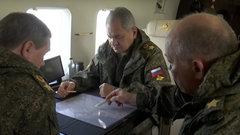 Шойгу проконтролировал учения в Крыму с вертолета