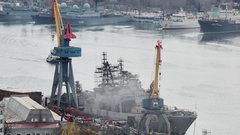 Во Владивостоке загорелся корабль Тихоокеанского флота