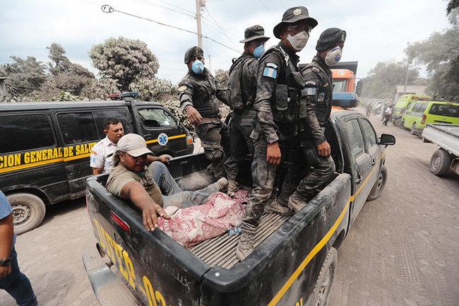 Около 200 человек пропали без вести в Гватемале из-за извержения вулкана