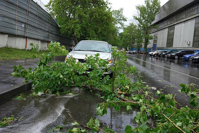 В Свердловской области ветер сорвал крышу торгового центра