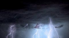 В Свердловской области ураганный ветер с грозами и градом будет бушевать еще сутки
