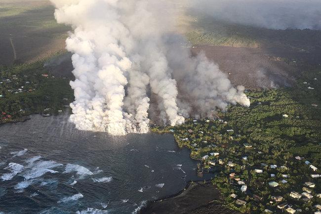 Вулкан полностью уничтожил туристическую зону на гавайском Большом острове