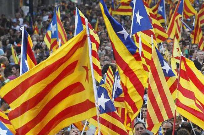 Беглый руководитель Каталонии потребовал восстановления смещенного руководства