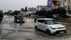 От Сочи до Дальнего Востока: штормы и паводки затопляют города