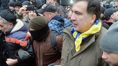 Сторонники Саакашвили пытались взять штурмом Октябрьский дворец в Киеве