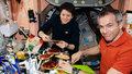 МКС космонавт еда