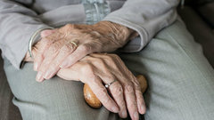 Пожилым жителям Ленинградской области помогут волонтеры-медики