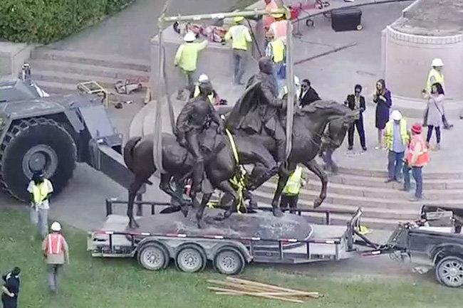 Власти Далласа штат Техас демонтировали монумент генералу армии Конфедерации Роберту Ли