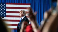 «Никаких колен!»: Трамп осудил психоз всеобщего покаяния