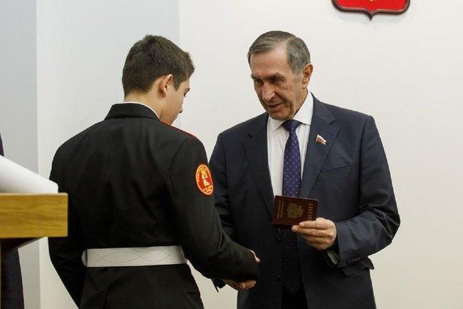 Вручение паспортов в Воронежской облдуме