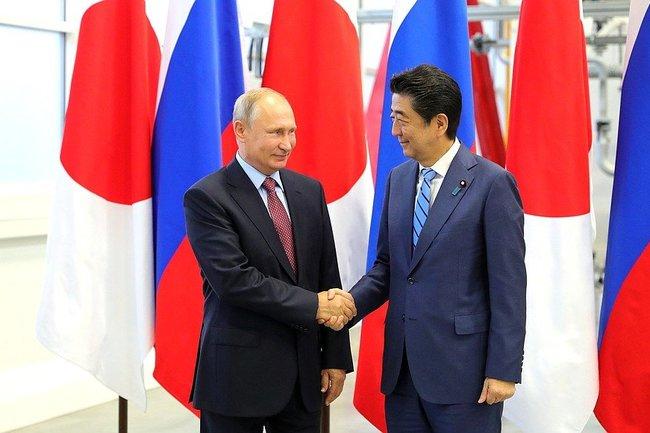 Президент России Владимир Путин с Премьер-министром Японии Синдзо Абэ.