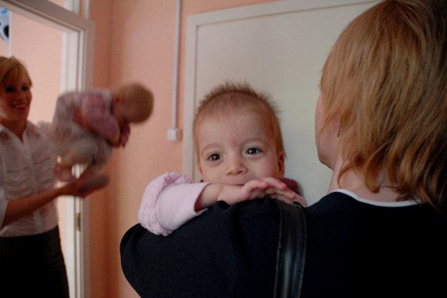 усыновление ребенка вич инфицированного-инвалида справка об инвалидности выплата 100000 время подробно