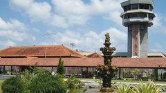 Аэропорт на Бали закрыли из-за извержения вулкана