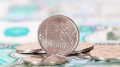 Дорожающая нефть укрепила рубль