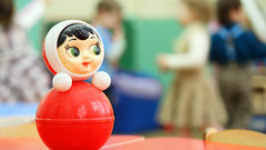Детей воспитателей предложат устраивать в детсады вне очереди