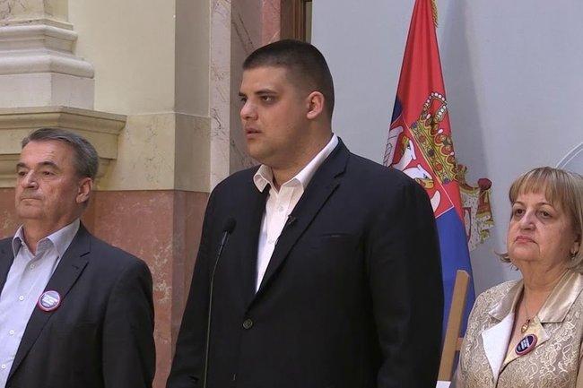 Александр Шешель (в центре)
