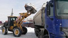 Около 50 единиц спецтехники убирают снег в Смоленске