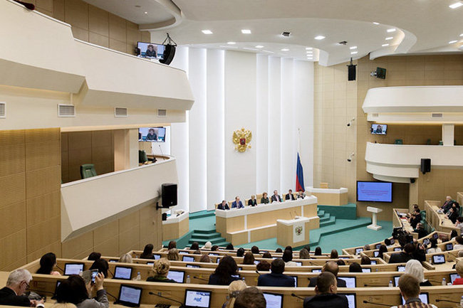 КомитетСФ пообороне поддержал законодательный проект оконтрсанкциях