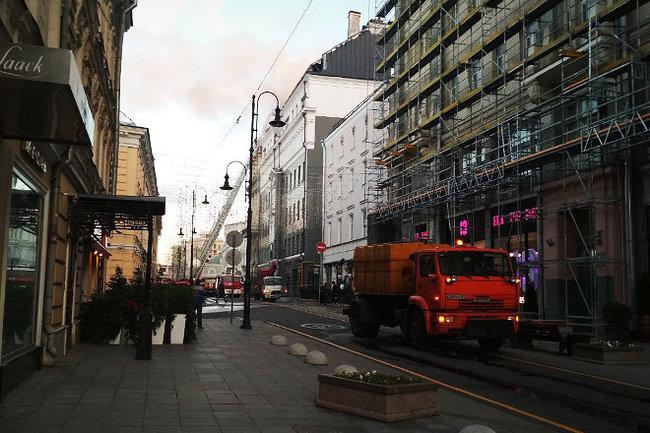 Крыша книжного магазина загорелась вцентре столицы