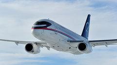 Superjet 100 совершил аварийную посадку в Барнауле