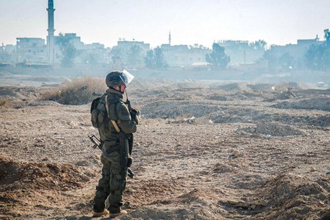 Главарей ИГ* эвакуировали навертолетах коалиции вСирии