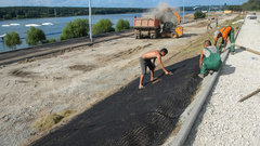 В Калуге на набережной Яченского водохранилища устанавливают систему освещения