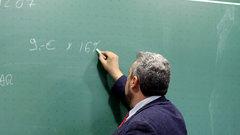 «Научим уважению»: эксперты оценили идею наказывать родителей идетей заиздевательства над учителями