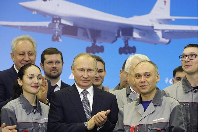 Улучшенный вКазани бомбардировщик Ту-160М назвали вчесть генерала Петра Дейнекина