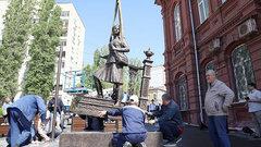 Памятник военной медсестре установили в Саратове