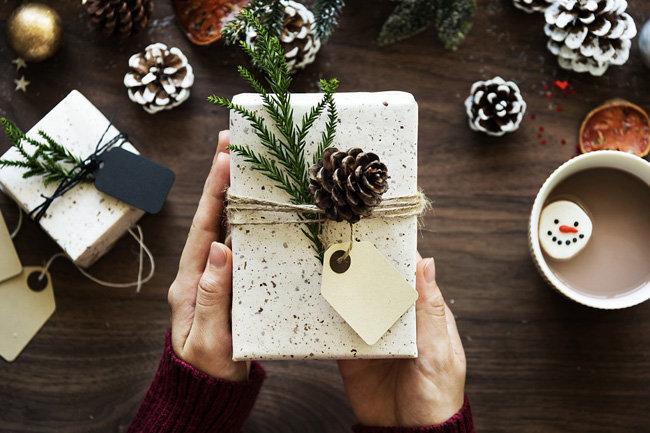 Жители РФотметят Новый год вкругу семьи вместо поездок заграницу