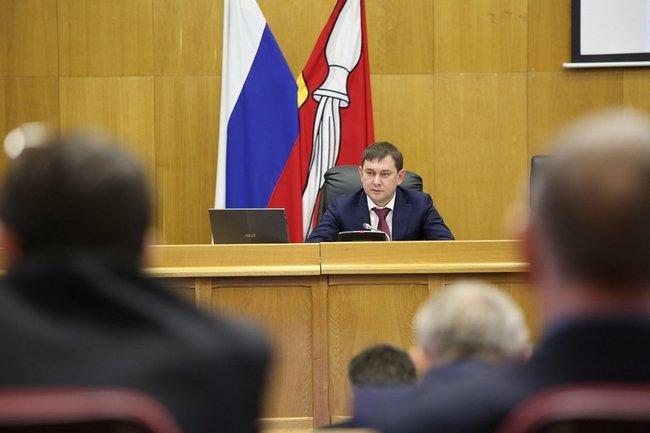 Председатель Воронежской областной думы Владимир Нетёсов ведет заседание Воронежской областной думы