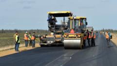 На Ямале общественников обучают контролировать ремонт дорог