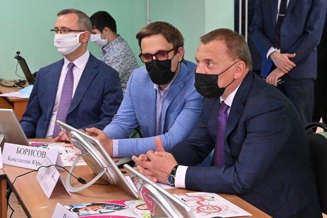 Вице-премьер Юрий Борисов и глава Калужской области Владислав Шапша оценили систему безопасности в лицее «Держава».