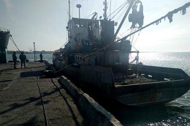 Сошедших с«Норда» моряков встретили силовики савтоматами