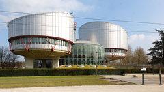Россию оштрафовали занегуманное обращение сбеженцами