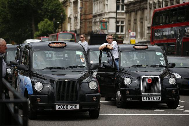 Лондонский Водила С Англичанкой В Такси