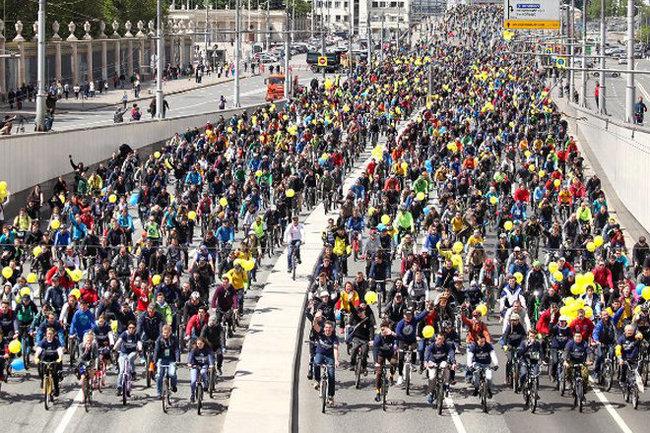 ВМосковском велопараде приняли участие десятки тыс. человек