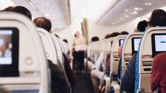 Эксперты: сон на борту самолета может привести к потере слуха