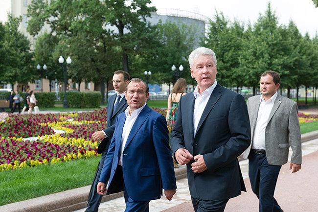 Сергей Собянин за2017 год заработал неменее  6-ти  млн  руб.