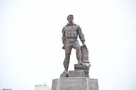 В Оренбурге поставили памятник Герою России, погибшему в Сирии