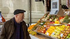 Исследование: жители России тратят треть доходов наеду