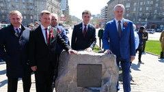 В Новосибирске 9 мая установили первый камень стелы «Город трудовой доблести»
