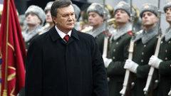 Янукович урезал себе зарплату вдвое