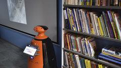 В поселке Усть-Абакан открылась модельная библиотека, в которой трудится робот