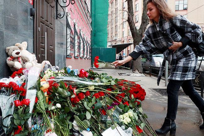 Собянин поручил сделать на Манежной место скорби по кемеровским погибшим
