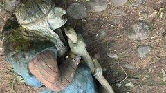 В Ленинградской области ребенок погиб после падения скульптуры Бабы-яги