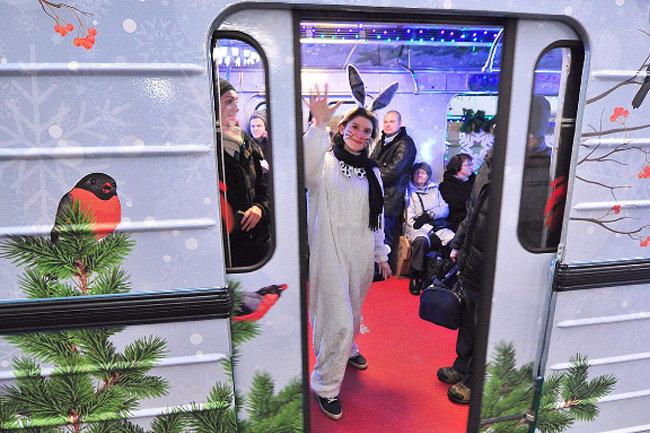 Три новогодних поезда планируют запустить встоличном метро впреддверии праздника