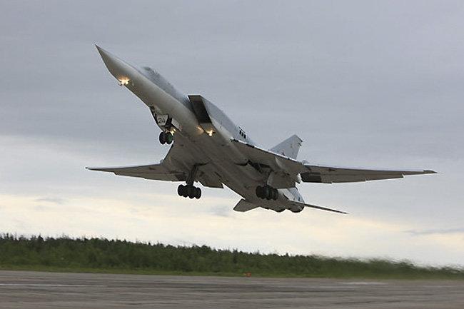 Русские  бомбардировщики нанесли удар потеррористам вСирии