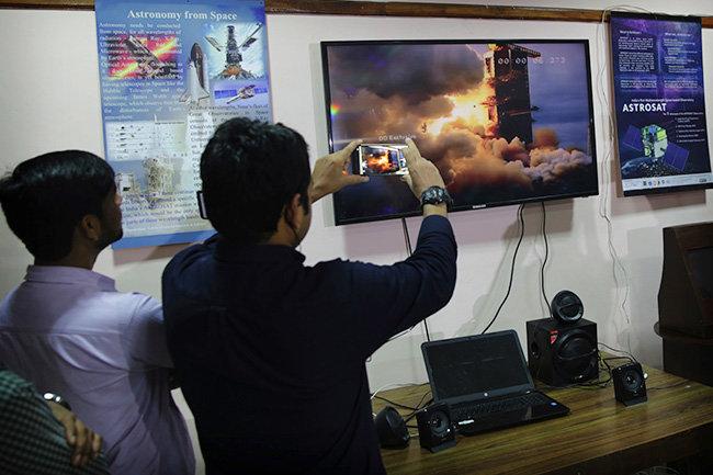"""Пример Роскосмосу: Индия запустила к Луне экспедицию """"Чандраян-2"""""""